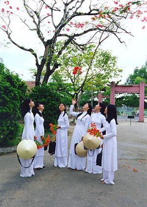Áo dài trắng đồng phục